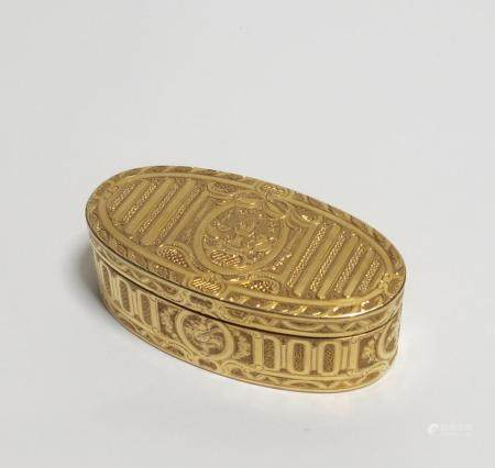 Oval yellow gold snuff-box with flaming hearts