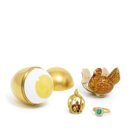Precious decorative egg with hidden engagement ring made of gilt metal, enamel and gold
