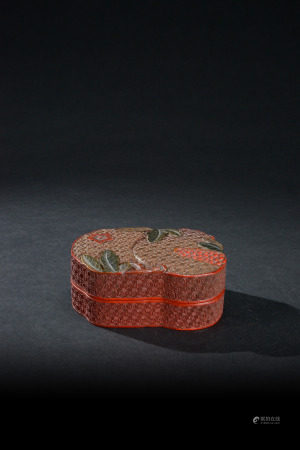 清代 剔紅錦地多子紋蓋盒