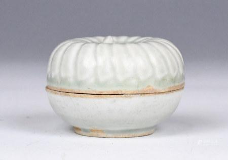 A Chinese Celadon Glaze Cover Box, Ming