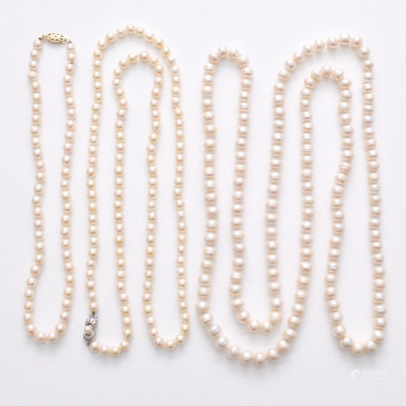 A Lot of 3 Pearl Necklaces
