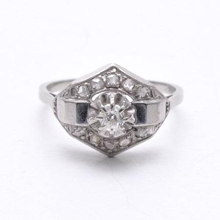 A Ladies Art Deco Ring