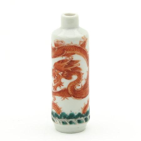 A Dragon Decor Snuff Bottle