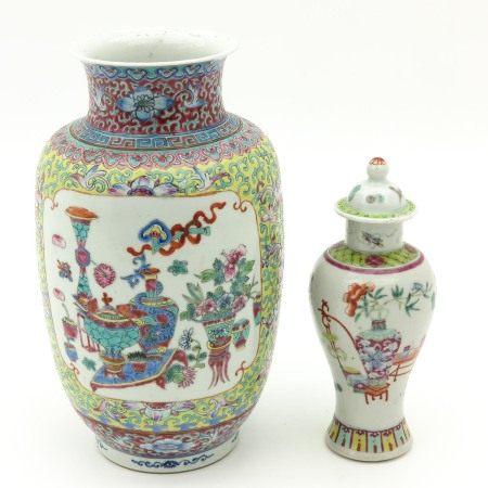 A Lot of 2 Vases