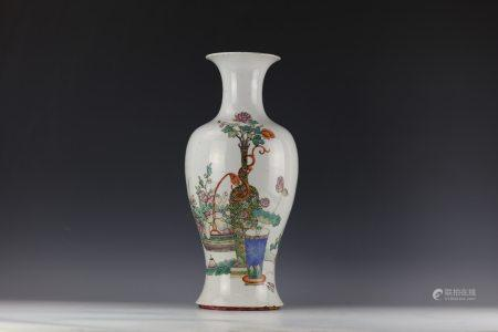 A Chinese Famille Rose Flower Porcelain Vase with QianLong Mark