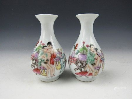 A Pair of Famille Rose Porcelain Vase with  Chun Yi Tang Mark