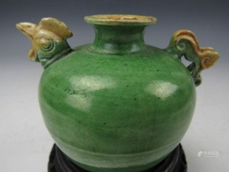 A Chinese Antique Green Glaze Rooster Head Porcelain Pot