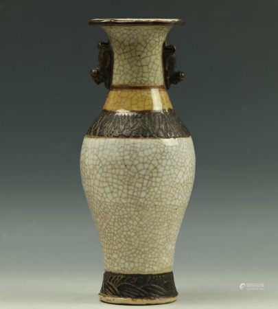 A Chinese Porcelain Brown Vase with Crazing Pattern Chenghua Mark