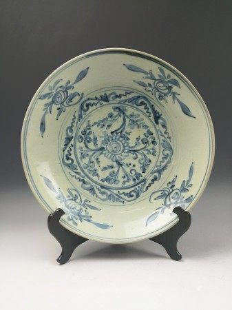 A Chinese Antique Blue and White Deep Dish Decorated Floral Painting