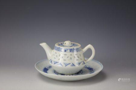 A Set of Chinese Export Blue and White Teapot and Saucer