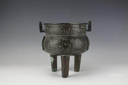 An Archaistic Tripod Bronze Vessel