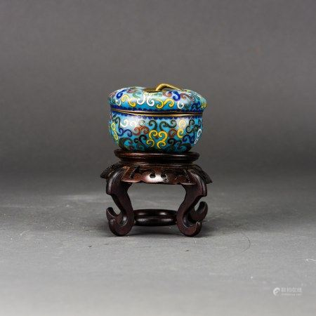 A CLOISONNE BOX AND COVER WITH A WOODEN BASE