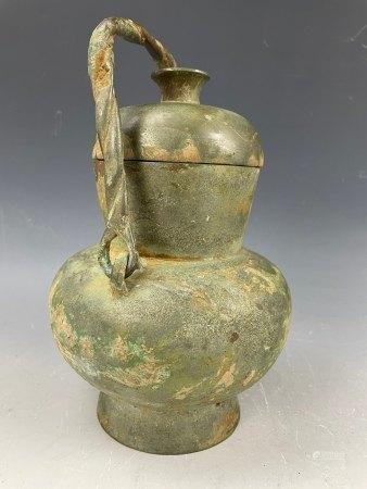 A Western Zhou Bronze Hu Vassel with Handle