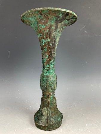 A Western Zhou Bronze Gu Ritual Wine Vessel with Beast Head Patterns