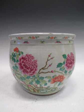 A 19th century Chinese famille rose planter
