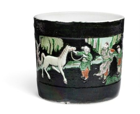 A Chinese famille noire porcelain cachepot, sides moulded in relief with horse show scenario. Qing circa 1900. H. 19 cm Diam. 21 cm.        Provenance: Danish private collection based on two generations' stay in China 1885–1945.