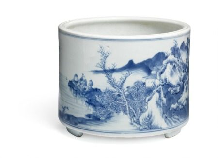 A Chinese blue and white brushpot, bitong, painted with river flowing through a mountainous scenery, supported by three low retracted feet. Kangxi 1662–1722. H. 16 cm Diam. 20 cm.        Provenance: Danish private collection based on two generations stay in China 1885–1945.