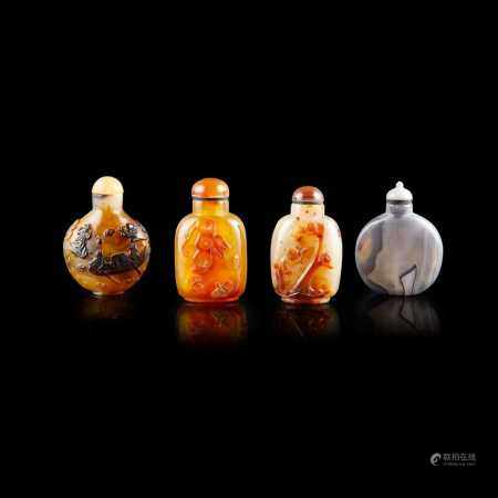 GROUP OF FOUR AGATE SNUFF BOTTLES QING DYNASTY, 19TH CENTURY