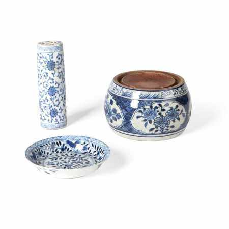 GROUP OF THREE BLUE AND WHITE WARES
