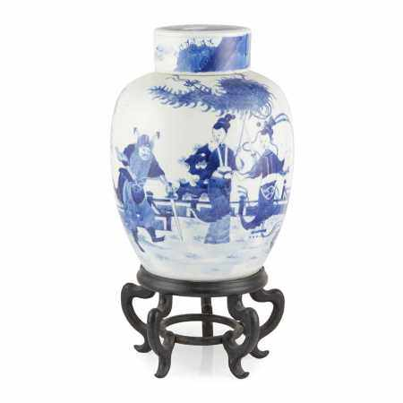 LARGE BLUE AND WHITE GINGER JAR WITH COVER LATE QING DYNASTY-REPUBLIC PERIOD, 19TH-20TH CENTURY