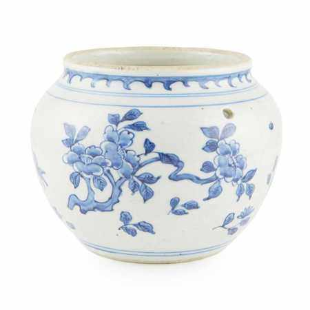 BLUE AND WHITE PORRIDGE JAR LATE QING DYNASTY TO REPUBLIC PERIOD, 19TH-20TH CENTURY