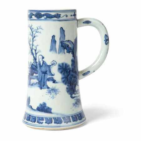 BLUE AND WHITE TANKARD QING DYNASTY, 19TH CENTURY