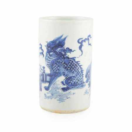 BLUE AND WHITE 'QILIN' BRUSH POT LATE QING DYNASTY TO REPUBLIC PERIOD, 19TH-20TH CENTURY