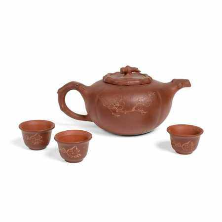 YIXING STONEWARE TEAPOT WITH THREE CUPS LATE QING DYNASTY-REPUBLIC PERIOD, 19TH-20TH CENTURY