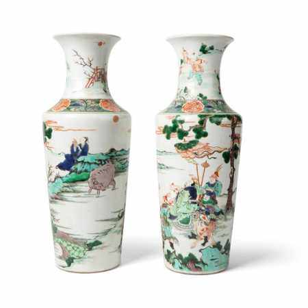 PAIR OF WUCAI VASES QING DYNASTY, 19TH CENTURY