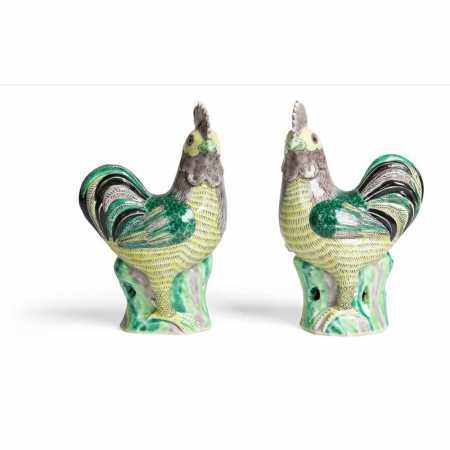 PAIR OF FAMILLE VERTE ROOSTERS QING DYNASTY, 19TH CENTURY