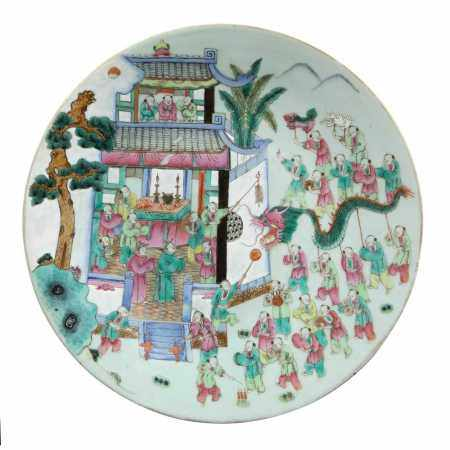 FAMILLE ROSE 'BOYS AT PLAY' PLATE QING DYNASTY, 19TH CENTURY