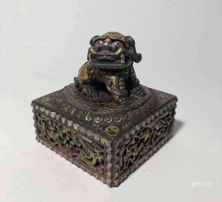 AN IRON INLAID GOLD LION SEAL CHOP