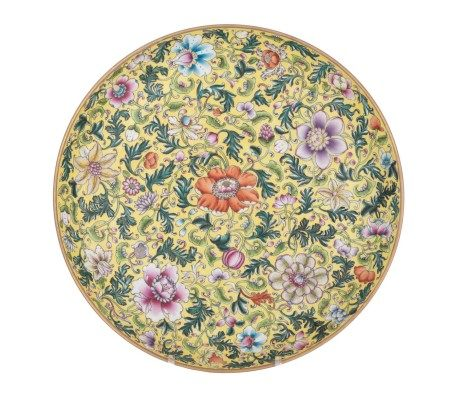 A Chinese famille jaune floral decorated plate, with a Guangxu mark, ø 34 cm