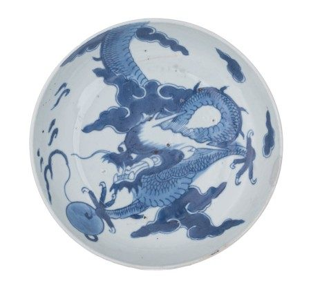 A Chinese blue and white dragon dish, probably for the Vietnamese market, 19thC,