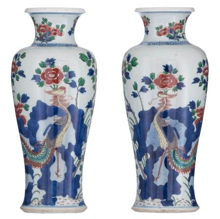 A pair of Chinese wucai vases, decorated with flowers and a mythical bird, H 38,