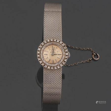 Montre pour dames de la marque Omega en or blanc 18 kt.33.27 Kg.Elle possède un cadran orné de