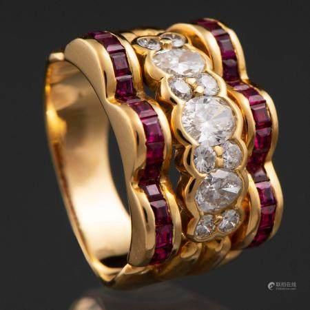 Bague montée sur or jaune 18 kt. avec diamants taille brillant et taille marquise avec rubis ca