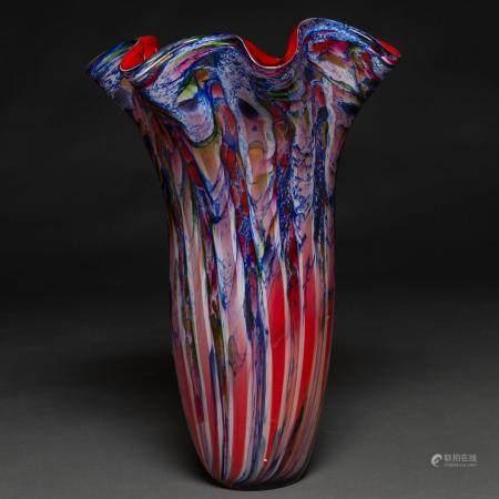 Magnifique vase en verre de Murano de différentes couls, mettant en val la coul or. It