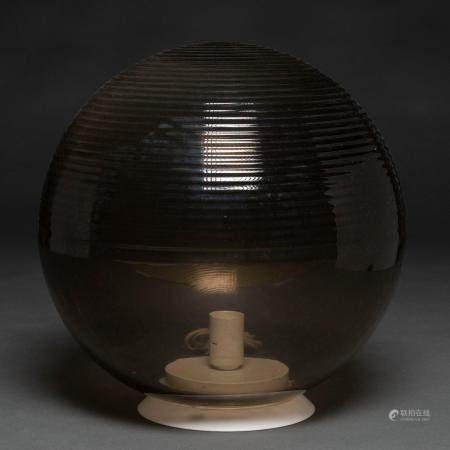 Lampe de table en verre de Murano. Travail italien, années 80.42 x 35 cms.Il a un corps à moiti