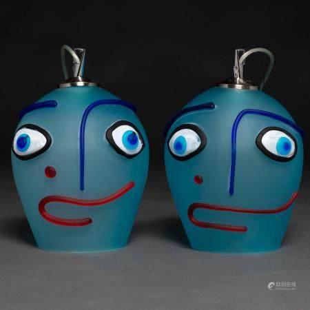 Belle paire de plafonniers en verre de Murano en bleu en forme de têtes. Années 8027 x 19 cms.P