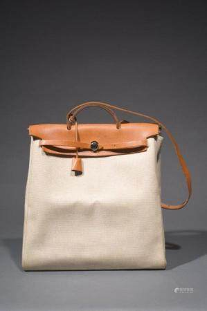 "HERMES PARIS MADE IN FRANCESac ""Herbag"" 39 cm en toile chinée beige, cuir naturel, garniture en"