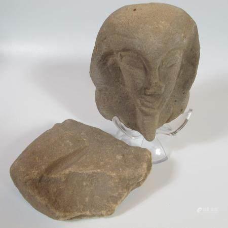 Tête de pharaon. Grès. L 12cm. Style Ancien Empire. On y joint un aiguisoir en grès. L 12cm. Ba