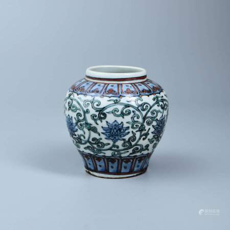 A BLUE & WHITE GLAZED WITH DOUCAI FLORAL JAR