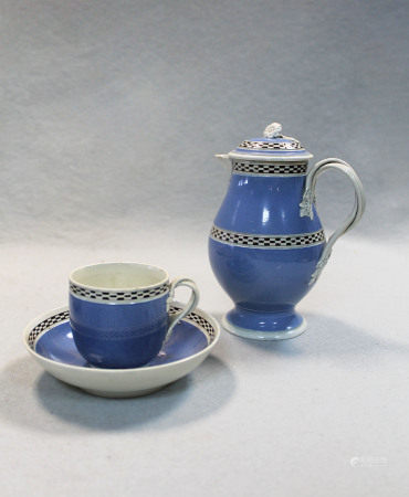 An 18th century pearlware mochaware small jug and cover,