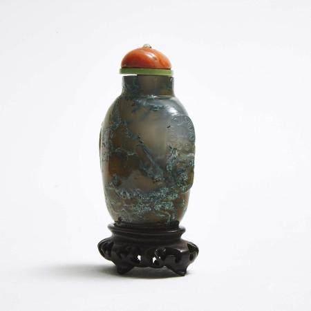 A Moss Agate Snuff Bottle, Qing Dynasty, 清 藓纹玛瑙鼻烟壶, height 3 in — 7.7 cm