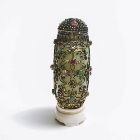A Filigree and Precious Stone Embellished Jade Snuff Bottle, 19th Century, 十九世纪 银丝嵌宝青白玉鼻烟壶, height 3