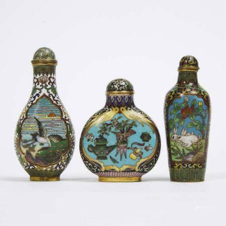A Group of Three Cloisonné Snuff Bottles, 19th/20th Century, 十九/二十世纪 铜胎掐丝珐琅鼻烟壶一组三件, tallest height 3