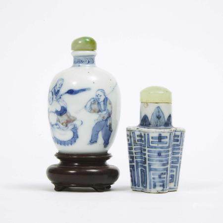 Two Blue and White Porcelain Snuff Bottles, 19th Century, 十九世纪 青花鼻烟壶一组两件, tallest height 2.6 in — 6.