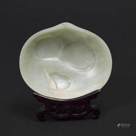A White Jade Ruyi-Sceptre Head 'Peaches' Plaque, 白玉雕'福寿双全'如意头, 3.5 x 4.2 in — 8.9 x 10.6 cm