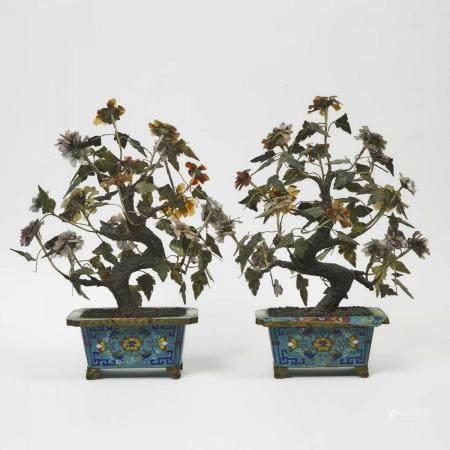 A Pair of Chinese Cloisonné Jardinieres with Hardstone Trees, Early 20th Century, 二十世纪早期 铜鎏金掐丝珐琅嵌宝盆景